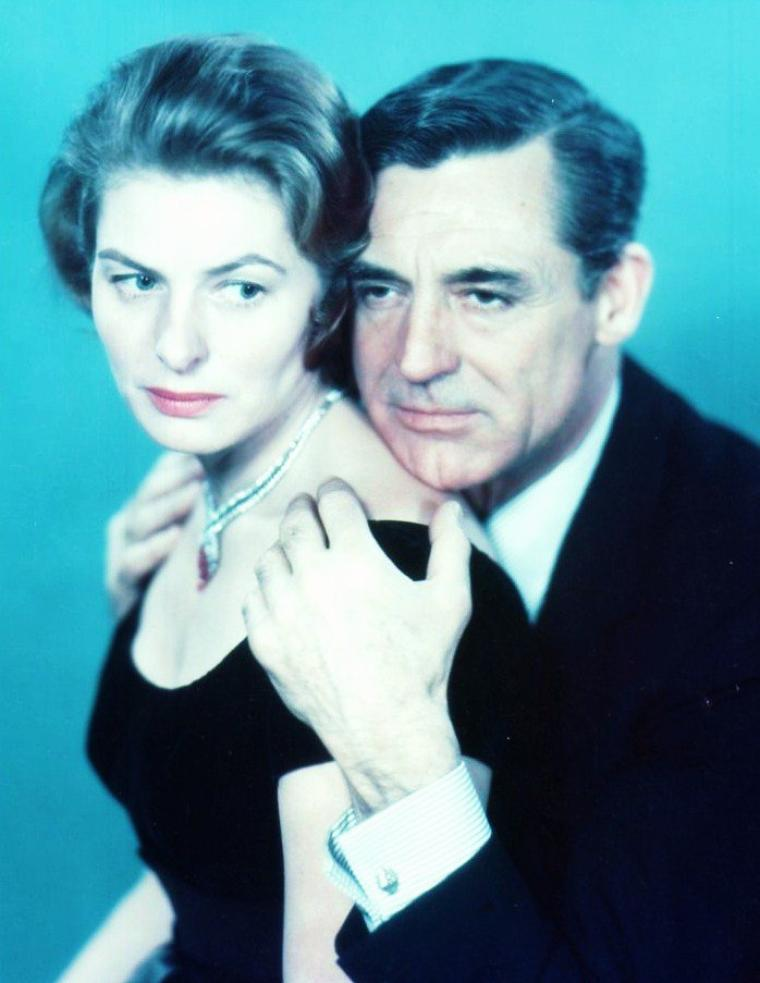 "Couples au cinéma... (de haut en bas) Ingrid BERGMAN and Cary GRANT dans ""Indiscret"" (1958) / Jayne MANSFIELD and Kenneth MORE dans ""La blonde et le sherif"" (1958) / Rita HAYWORTH and Gig YOUNG dans ""The story on page one"" (1959) / Martine CAROL and Pierre MONDY dans ""Austerlitz"" (1960) / Sophia LOREN and Omar SHARIF dans ""La belle et le cavalier"" (1967) / Sylva KOSCINA and Jose FERRER dans ""Cyrano et d'Artagnan"" (1964) / Ann BLYTH and Farley GRANGER dans ""Our very own"" (1950) / Ava GARDNER and Clark GABLE dans ""Mogambo"" (1953)"