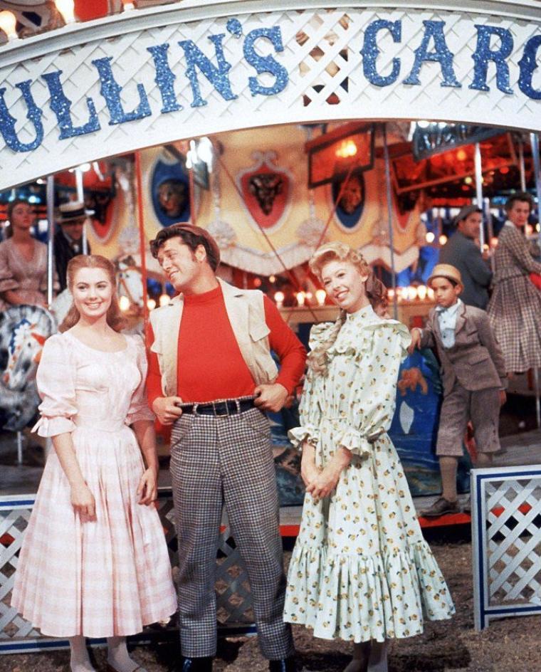 """1956 / Shirley JONES et Barbara RUICK se partagent l'affiche dans le film """"Carousel""""."""