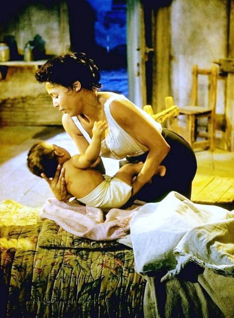 """1959 / Dorothy DANDRIDGE donne la réplique à Sidney POITIER et Sammy DAVIS Jr dans le film musical """"Porgy and Bess""""..."""