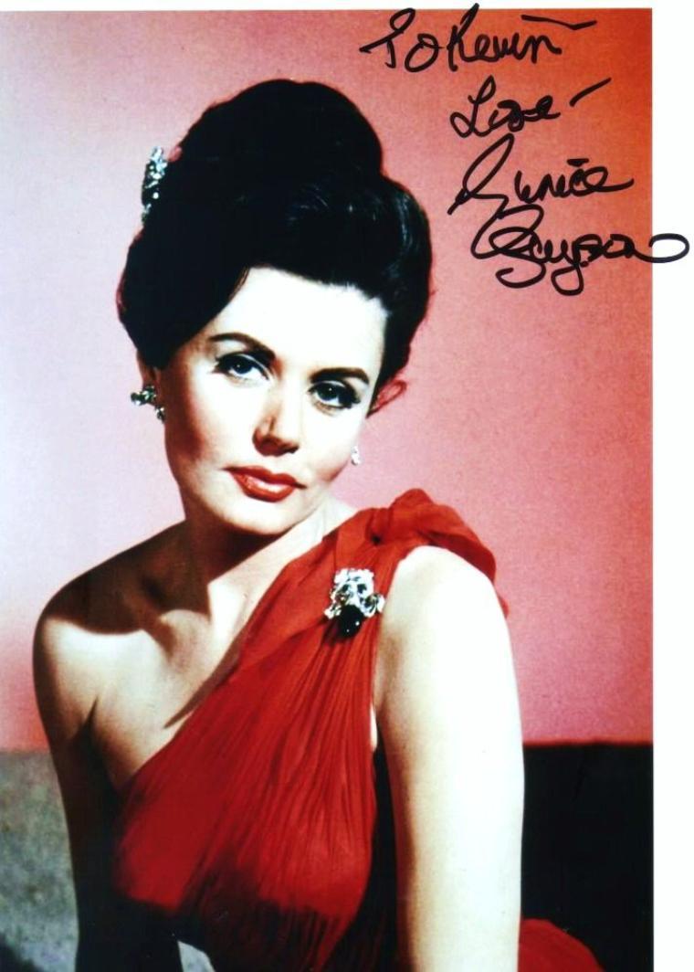 """Entre 1962 et 1969, """"les oubliées"""" de la saga des """"James BOND""""... En effet, elles ont toutes joué dans un """"James BOND"""" en tant que James BOND-girl ou dans un rôle divers... (de haut en bas) Eunice GAYSON / Mie HAMA / Loïs MAXWELL / Zena MARSHALL / Adrienne CORRI / Akiko WAKABAYASHI / Margaret NOLAN / Luciana PALUZZI"""