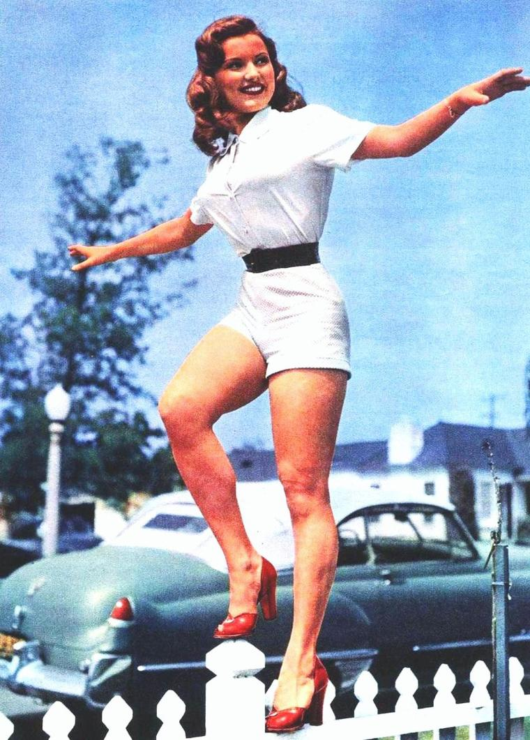 So sexy en short !... (de haut en bas) Betty GRABLE / Anita EKBERG / Debra PAGET / Elizabeth TAYLOR / Jeanne CRAIN / Sophia LOREN / Julie LONDON / Esther WILLIAMS