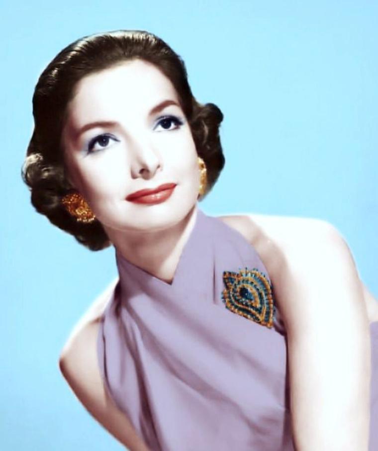 Elizabeth SELLARS, née à Glasgow (Écosse) le 6 mai 1923, est une actrice écossaise.