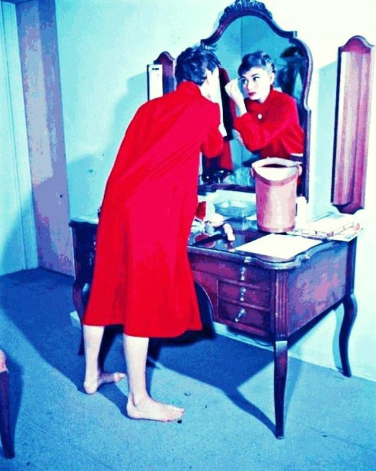 """Miroir, mon beau miroir..."" (part 2) (de haut en bas) Anita EKBERG / Audrey HEPBURN / Brigitte BARDOT / Gina LOLLOBRIGIDA / Helen SHAPIRO / Ingrid BERGMAN / Judy GARLAND / Lucille BALL"