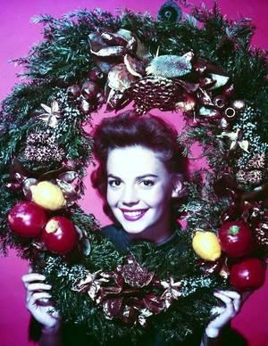 Et Noël sera bientôt là !... J - 2 mois ! (de haut en bas) Natalie WOOD / Cyd CHARISSE / Elizabeth TAYLOR / Debbie REYNOLDS / Esther WILLIAMS / Jayne MANSFIELD / Lucille BALL / Gloria De HAVEN