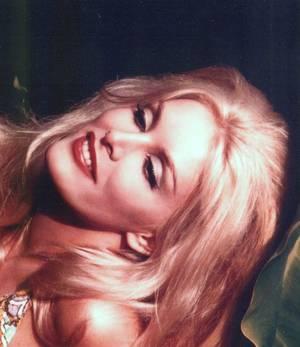 BONUS photos... June WILKINSON, modèle et actrice...
