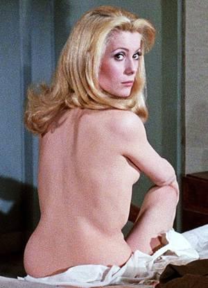"""FILM CULTE / """"Belle de jour"""" (1967) qui fit couler beaucoup d'encre à l'époque, réunissant Catherine DENEUVE, Maria LATOUR, Geneviève PAGE ou encore Françoise FABIAN..."""