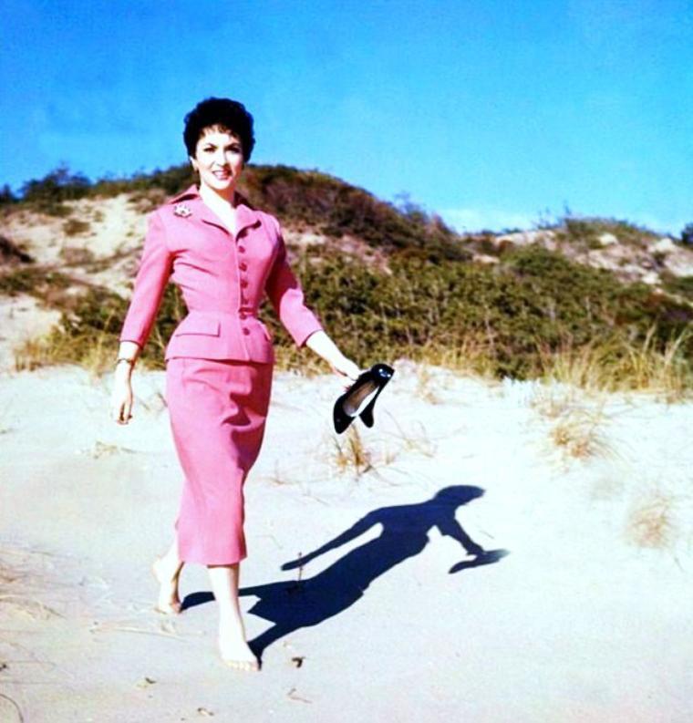 Souvenirs de vacances d'été... (de haut en bas) Ava GARDNER / Gina LOLLOBRIGIDA / Audrey HEPBURN / Jayne MANSFIELD / Linda HARRISON / Susan HAYWARD / Mitzi GAYNOR / Marilyn MONROE