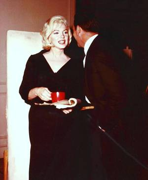 BACKSTAGE... (de haut en bas) Jayne MANSFIELD / Judy GARLAND and Fred ASTAIRE / Marilyn MONROE and Yves MONTAND / Sophia LOREN and Cary GRANT / Julie CHRISTIE and Ludmila SAVELYEVA / Juliet PROWSE and Elvis PRESLEY / Lana TURNER and Victor MATURE / Kathryn GRAYSON and Ava GARDNER