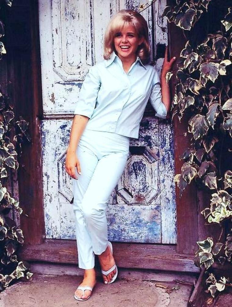 Sue LYON pictures... (part 2).