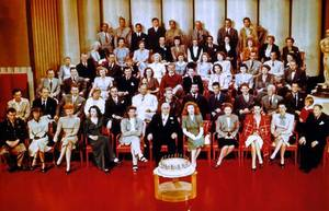 "Quand Katharine se souvient... (1943) MGM head Louis B. MAYER (C) feting ""Metro Goldwyn MAYER's"" 60th birthday in a group portrait w. studio stars incl. L-R / 1st row : James STEWART, Margaret SULLAVAN, Lucille BALL, Hedy LAMARR, Katharine HEPBURN, Greer GARSON, Irene DUNNE, Susan PETERS, Ginny SIMMS, Lionel BARRYMORE / 2nd row : Harry JAMES, Brian DONLEVY, Red SKELTON, Mickey ROONEY, William POWELL, Wallace BEERY, Spencer TRACY, Walter PIDGEON, Robert TAYLOR, Jean Pierre AUMONT, Lewis STONE, Gene KELLY, Jackie JENKINS."