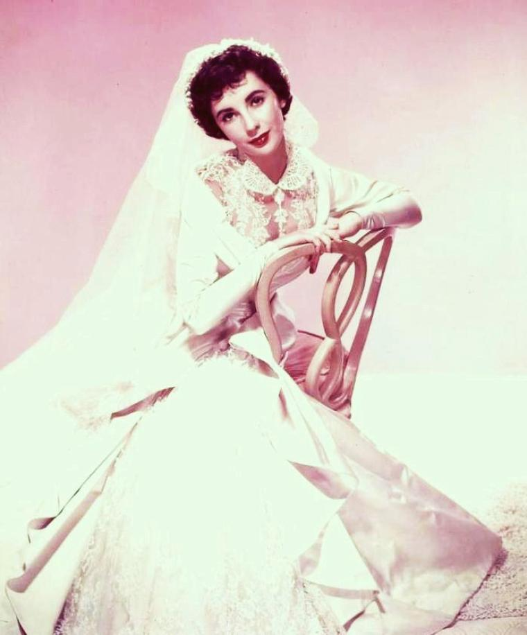 Nouvelles photos de STARS en robe de mariée... de haut en bas : Brigitte BARDOT / Elizabeth TAYLOR / Annette FUNICELLO / Gloria LASSO / Grace KELLY / Michèle MERCIER / Silvana MANGANO / Kathryn GRAYSON