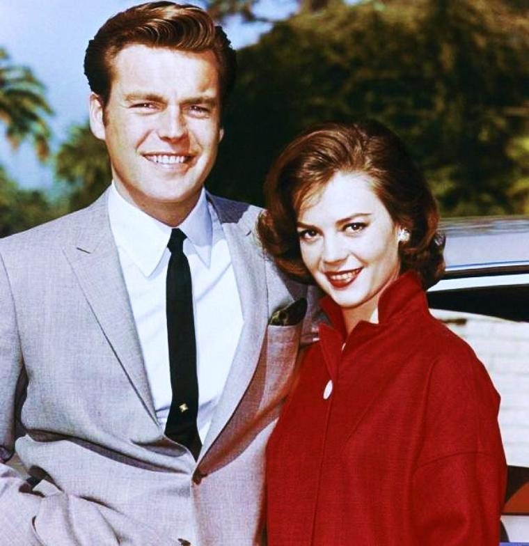 "Et toujours la rubrique ""nos couples à la ville"", avec de nouvelles photos... (de haut en bas) Ann MARGRET and Roger SMITH / Jayne MANSFIELD and Mickey HARGITAY / Judy GARLAND and Mickey DEAN (à gauche) en compagnie de Johnnie RAY / Lucille BALL and Desi ARNAZ / Natalie WOOD and Robert WAGNER / Marge CHAMPION and Gower CHAMPION / Sandra DEE and Bobby DARIN / Elizabeth TAYLOR and Richard BURTON"