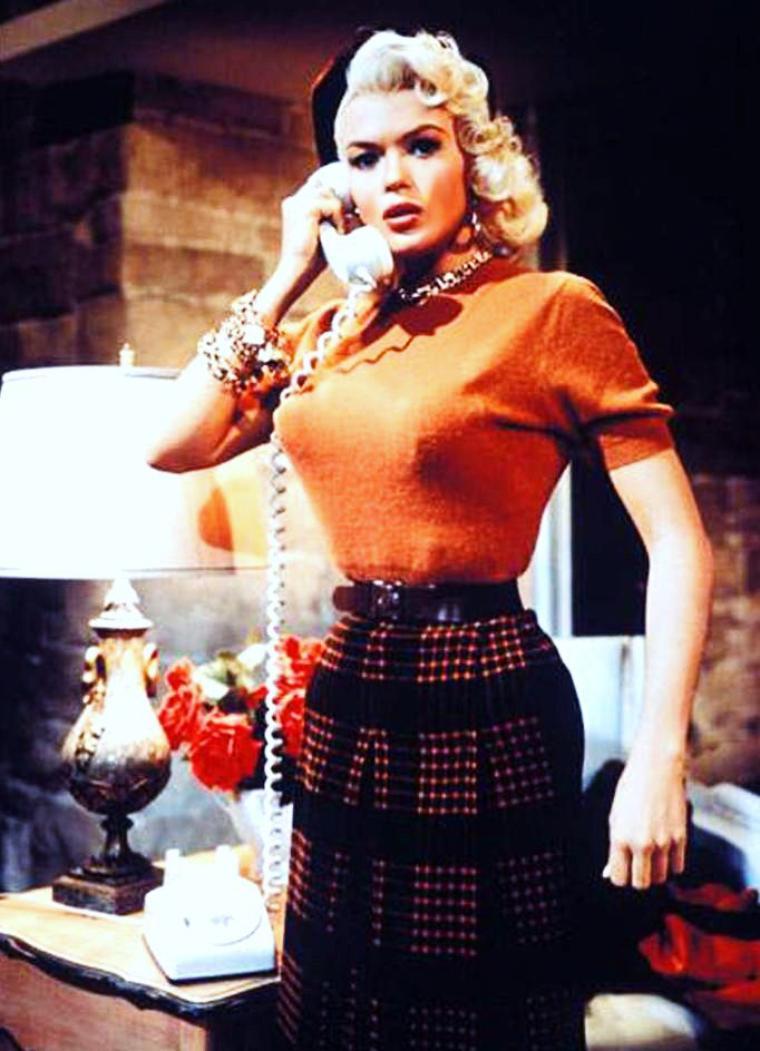 """Je t'ai appelé et je te parle parce que je suis incapable de penser, et les mots sont justement là pour nous dépanner. Les mots sont des espèces de ballons d'air qui te permettent de flotter à la surface. Je te téléphone pour essayer de me trouver au bout du fil.  """"Clair de femme""""  [ Romain GARY ]  (de haut en bas) Marilyn MONROE / Kim NOVAK / Julie ANDREWS / Jayne MANSFIELD / Lana TURNER / Sophia LOREN / Joanna BARNES / Eva Marie SAINT"""