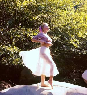"""CITATION / « Petit coup de vent, c'est le bon Dieu qui soupire.  » de Jacques FERRON / Extrait du """"Le Ciel de Québec"""" (de haut en bas) Ingrid BERGMAN / Anita EKBERG / Ida LUPINO / Gina LOLLOBRIGIDA / Joan LESLIE / Marlene CALLAHAN / Marilyn MONROE / Marlène DIETRICH"""