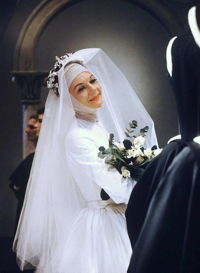 "CITATION / ""Le mariage c'est la robe. Après, évidemment, on a le mari !"" Jean ANOUILH ""Les Poissons rouges"" / de haut en bas / Audrey HEPBURN and Andrea DOTTI (1969) / Gina LOLLOBRIGIDA / Ava GARDNER / Brigitte BARDOT / Elizabeth TAYLOR / Mary MARTIN / Martine CAROL / Barbra STREISAND and Omar SHARIF (Funn-girl, 1968)."