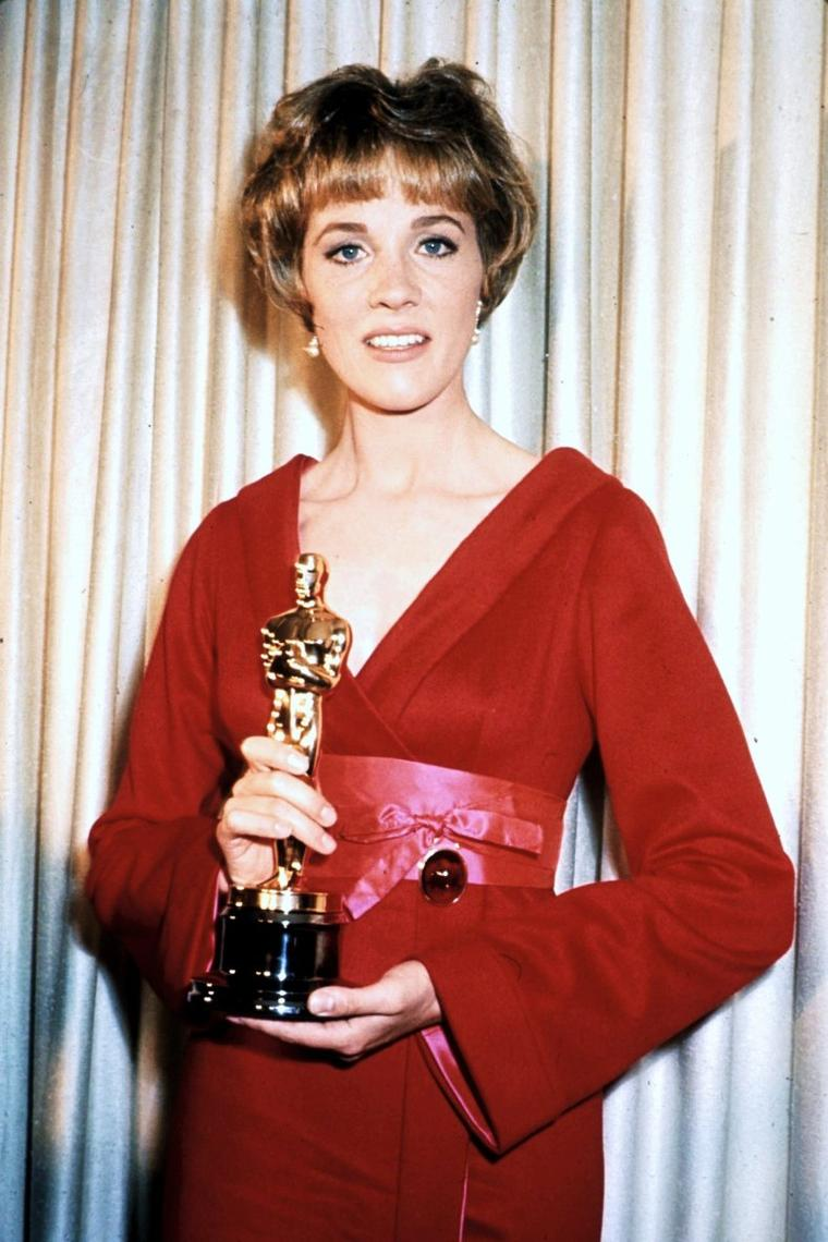 And the winner is !... (PART 2) (de haut en bas) Shirley JONES / Grace KELLY / Julie ANDREWS / Rita MORENO / Eva Marie SAINT / Simone SIGNORET / Elizabeth TAYLOR / Olivia De HAVILLAND, Cathy O'DONNELL and Anne BAXTER / Les Oscars du cinéma (Academy Awards) sont des récompenses cinématographiques américaines décernées chaque année depuis 1929 à Los Angeles et destinées à saluer l'excellence des productions mondiales du cinéma.