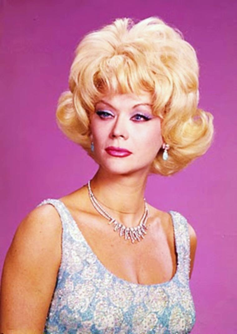 """CITATION / """"Les chefs-d'oeuvres ressemblent aux perruques, pas un cheveu ne dépasse"""" (Paul DERMEE) photos / Monique Van VOOREN'60s"""