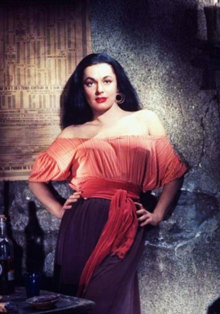 """1950 / Photos publicitaires de la jeune Ruth ROMAN pour le film """"Barricade"""" de Peter GODFREY."""