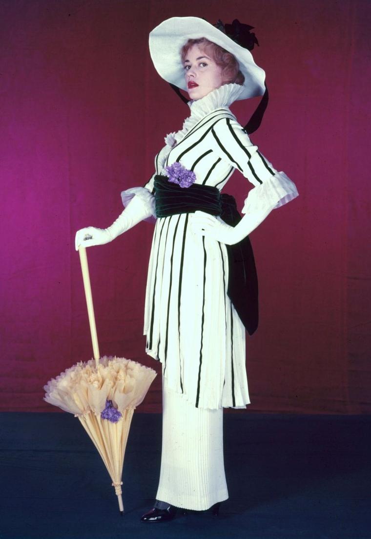 By Coco CHANEL... « Si une femme est mal habillée, on remarque sa robe, mais si elle est impeccablement vêtue, c'est elle que l'on remarque. » (de haut en bas) Jeanne MOREAU / Marlène DIETRICH / Ava GARDNER / Kim NOVAK / Madeleine CARROLL / Sophia LOREN / Lizabeth SCOTT / Elizabeth TAYLOR