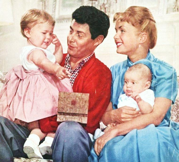 Nos mamans STARS... (de haut en bas) Nancy DAVIS (REAGAN) / Romy SCHNEIDER (1969) / Angie DICKINSON (1969) / Barbara HALE (1966) / Ingrid BERGMAN (1952) / Joan CRAWFORD / Julie ANDREWS (1965) / Debbie REYNOLDS