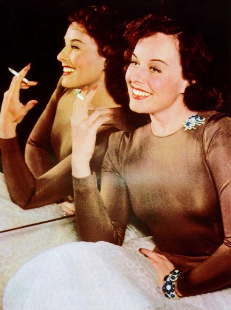 CITATION / « La cigarette aux lèvres d'une femme lui sied autant qu'une dent en moins à son sourire. » de Paul CARVEL (de haut en bas)  Anita EKBERG / Anne FRANCIS / Elizabeth TAYLOR / Audrey HEPBURN / Bernadette LAFONT / Eleanor PARKER / Paulette GODDARD / Sophia LOREN