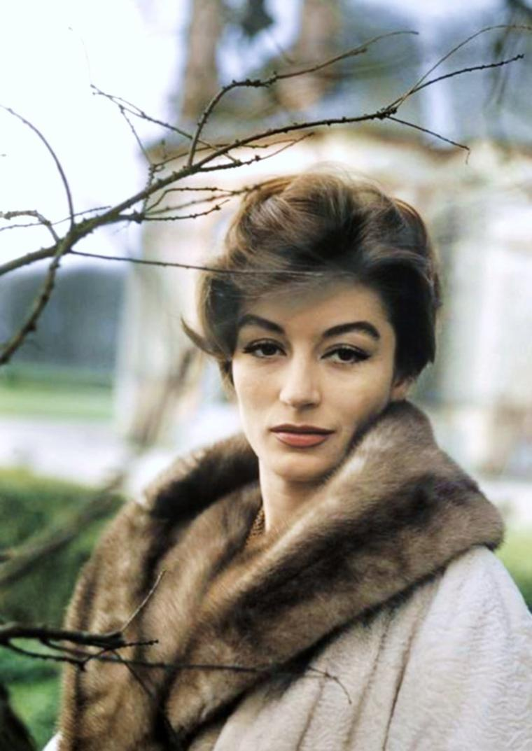 Anouk AIMEE pictures (part 2) photos de 1960 (manteau fourrure) et 1968...