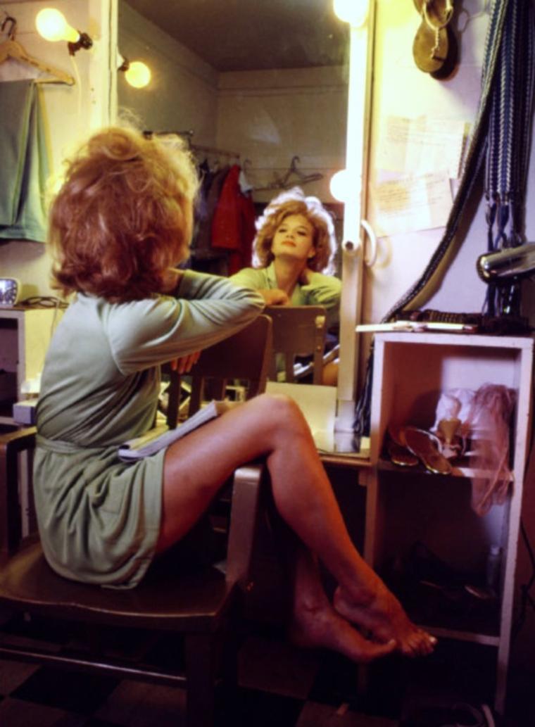 CITATION / « Comme en vous contemplant dans le miroir, la forme et le reflet se regardent. Vous n'êtes pas le reflet, mais le reflet est vous. » de Maître TOZAN / de haut en bas / Mitzi GAYNOR / Carroll BAKER / Angie DICKINSON / Ann SOTHERN / Elaine STEWART / Sophia LOREN / Doris DAY / Brigitte BARDOT
