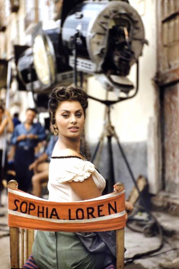 On the set with... (de haut en bas) Sophia LOREN / Marilyn / Joan BLACKMAN and Elvis / Ava GARDNER and Gregory PECK / Elizabeth TAYLOR / Brigitte BARDOT and Jeanne MOREAU / Susan HAYWARD / Deborah KERR