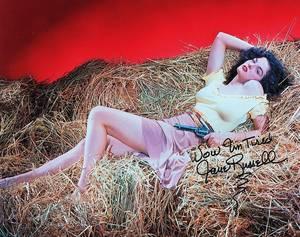 """""""Couchées dans le foin""""... / de haut en bas / Audrey HEPBURN / Ava GARDNER / Betty HUTTON / Honor BLACKMAN / Sophia LOREN / Mitzi GAYNOR / Stella STEVENS / Jane RUSSELL / PAROLES DE COUCHES DANS LE FOIN : Il ne faut pas que je vous cache Que j'eus toujours la sainte horreur des vaches. Dans ma famille, c'est un tort, Hélas ! le métier de toréador N'a jamais été notre fort. J'aimerais mieux qu'on m'injurie, Qu'on me pende ou qu'on m'expatrie Plutôt que de toucher un pis, Un pis de ma vie. Je suis ainsi, tant pis Et c'est dommage. La fille de la fermière est charmante et on a le même âge Par bonheur pour les amoureux, Il est au grand air d'autres jeux Des jeux que j'aime davantage.  (Refrain) Couchés dans le foin Avec le soleil pour témoin Un p'tit oiseau qui chante au loin On s'fait des aveux Et des grands serments et des veux On a des brindill's plein les ch'veux On s'embrasse et l'on se trémousse Ah ! que la vie est douce, douce Couchés dans le foin avec le soleil pour témoin.  Vous connaissez des femmes du monde Qui jusqu'à quatre-vingts ans restent blondes Qui sont folles de leur corps. Pour leurs amours il leur faut des décors Des tapis, des coussins en or De la lumière tamisée Et des tentures irisées Estompant sous leurs baisers Des appas trop usés, Eh bien tant pis, Mais c'est dommage. Quand on est vigoureux, quand on aime et qu'on a mon âge Tous ces décors sont superflus Les canapés je n'en veux plus Je ne fais plus l'amour en cage Gardez, gardez vos éclairages.  (Refrain)  Paroles : Jean NOHAIN. Musique : Mireille   1932 © Raoul BRETON autres interprètes: Andrex (1932), Jean LUMIERE (1932), Patrice et Mario (1952), Charles AZNAVOUR (1953), Mireille (1957), Petula CLARK (1964), Lucienne JEUNESSE (1978), Francis LEMARQUE (1988)"""
