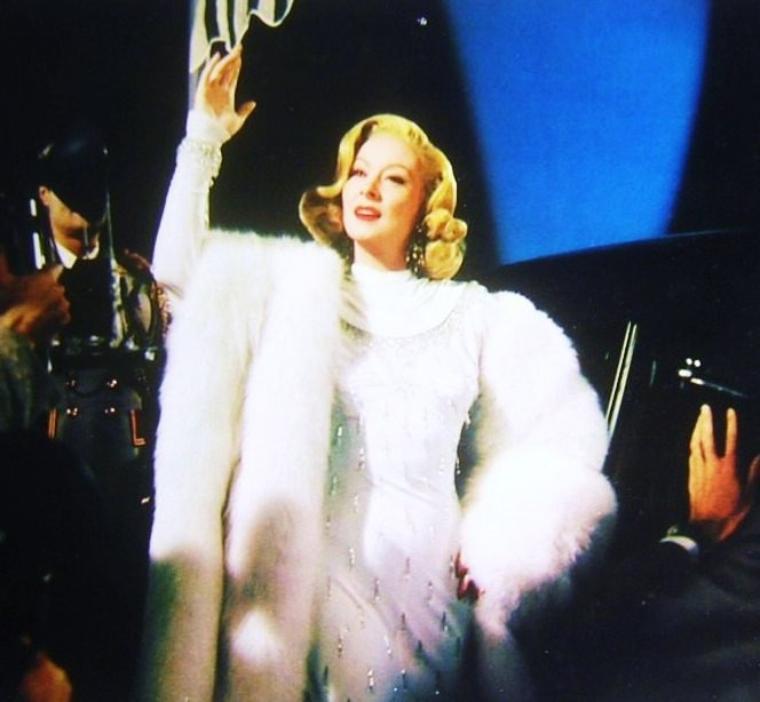 """QUIZZ / Habituellement rousse, elle fut l'héroïne du film """"Madame MINIVER"""" en 1942... La reconnaissez vous ici en blonde ?"""