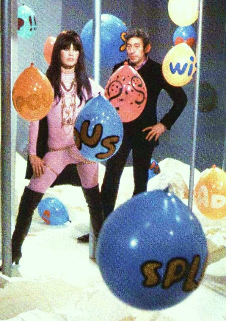 """1967 / Quand notre B.B. perruquée en brune s'associe avec GAINSBOURG pour un """"Comic Strip"""" endiablé... / PAROLES DE LA CHANSON / Viens petite fille dans mon comic strip Viens faire des bulles, viens faire des WIP ! Des CLIP ! CRAP ! des BANG ! des VLOP ! et des ZIP !  SHEBAM ! POW! BLOP ! WIZZ ! J'distribue les swings et les uppercuts Ça fait VLAM ! ça fait SPLATCH ! et ça fait CHTUCK ! Ou bien BOMP ! ou HUMPF ! parfois même PFFF !  SHEBAM ! POW ! BLOP ! WIZZ !  Viens petite fille dans mon comic strip Viens faire des bulles, viens faire des WIP ! Des CLIP ! CRAP ! des BANG ! des VLOP ! et des ZIP !  SHEBAM ! POW ! BLOP ! WIZZ ! Viens avec moi par-dessus les buildings Ça fait WHIN ! quand on s'envole et puis KLING ! Après quoi je fais TILT ! et ça fait BOING ! SHEBAM ! POW ! BLOP ! WIZZ ! SHEBAM ! POW ! BLOP ! WIZZ ! SHEBAM ! POW ! BLOP ! WIZZ !  Viens petite fille dans mon comic strip Viens faire des bulles, viens faire des WIP ! Des CLIP ! CRAP ! des BANG ! des VLOP ! et des ZIP!  SHEBAM ! POW ! BLOP ! WIZZ ! N'aie pas peur bébé, agrippe-toi, CHRACK ! Je suis là CRASH ! pour te protéger, TCHLACK !  Ferme les yeux CRACK ! embrasse-moi, SMACK ! SHEBAM ! POW ! BLOP ! WIZZ ! SHEBAM ! POW ! BLOP ! WIZZ ! SHEBAM ! POW ! BLOP ! WIZZZZZ !"""