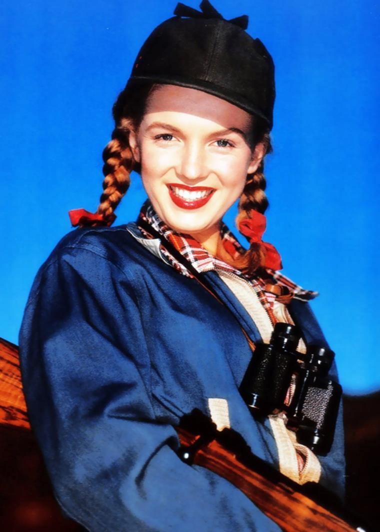 QUIZZ / (facile pour fan averti, difficile pour les non initiés) cette STAR est certainement celle qui marquera à jamais le glamour Hollywoodien, toujours d'actualité 51 ans après sa mort... La reconnaissez-vous ici vers l'âge de 16 ans photographiée par Richard C MILLER ?