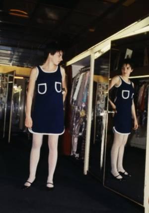 """ENFANT DE STAR / Liza May MINNELLI, née le 12 mars 1946 à Los Angeles (Californie), est une actrice, chanteuse et danseuse américaine. Elle est la fille de l'actrice et chanteuse Judy GARLAND et du second époux de celle-ci, le réalisateur Vincente MINNELLI. D'après Fred ASTAIRE dans """"Il était une fois Hollywood"""" (That's entertainment !) : « Si Hollywood était une monarchie, Liza serait notre princesse héritière. » (photos 1966-67). Liza épouse Peter ALLEN (photos), son premier mari, en 1967... Le couple divorce en 1974."""