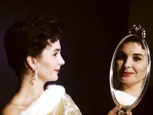 """CITATION / """" Ignorez-vous que l'art est un devoir ; Qu'une femme sans art ne peut être jolie ; Qu'il faut que ses regards dictés par le miroir, Soient l'effet de l'étude, et le fruit du génie ? """" Citation de Michel-Jean SEDAINE ; Poésies fugitives, Portrait d'Églé - 1752. (de haut en bas) Ann SOTHERN (advertising for Max Factor) / Ann MARGRET / Anita EKBERG / Carole LANDIS / Brigitte BARDOT / Esther WILLIAMS / Mylène DEMONGEOT / Jean SIMMONS"""