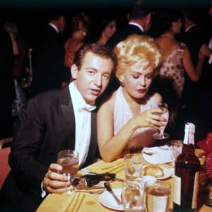 MONDANITES / Ou nos STARS lors de divers galas... (de haut en bas) Liza MINNELLI and her mother Judy GARLAND / Marilyn MONROE and her husband Arthur MILLER / Juliet PROWSE and Frank SINATRA / Sandra DEE and her husband Bobby DARIN / Shelley WINTERS / Katy JURADO / Sophia LOREN / Véronique PASSANI and her husband Gregory PECK
