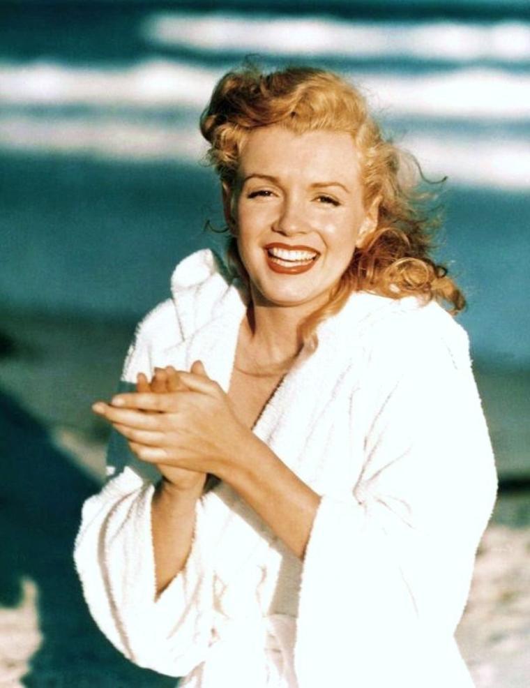1949 / Tobay-beach, young Marilyn MONROE by Andre De DIENES...