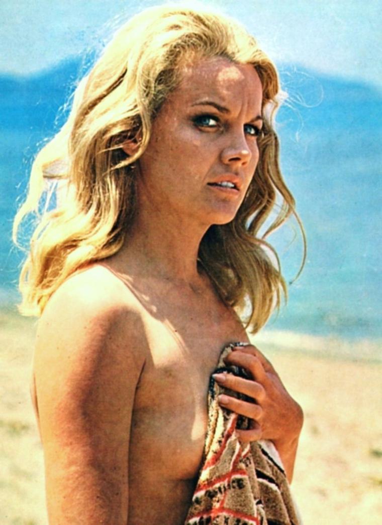 """QUIZZ / (facile) INDICES / Elle est """"Baby-doll"""" en 1956 et incarne Jean HARLOW en 1965... On la connaît blonde platine, reconnaissez-vous cette STAR ici dans les années 60 posant au naturel ?..."""