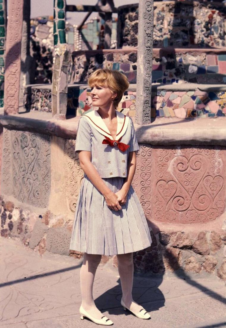 1966 / Une journée détente en compagnie de la chanteuse, compositrice et actrice Petula CLARK sous l'oeil du photographe Bill RAY.