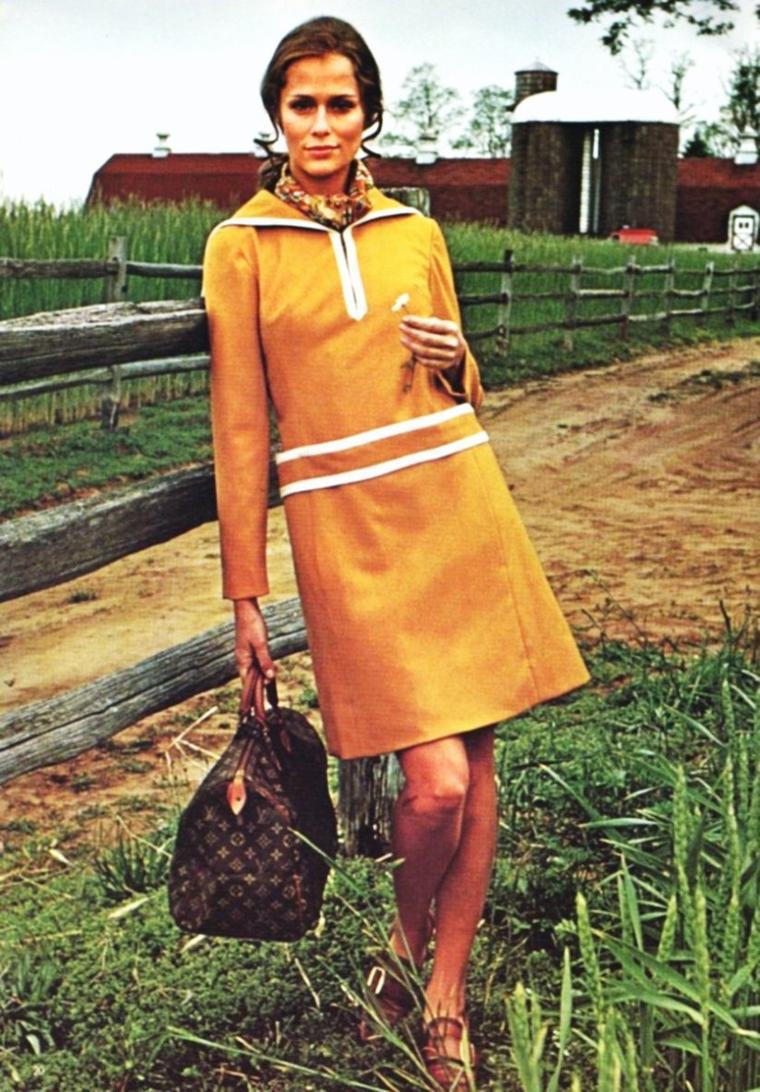 """NEWS / Lauren HUTTON, de son vrai nom Mary Laurence HUTTON, est une actrice américaine née à Charleston (Caroline du Sud) le 17 novembre 1943. Elle est un des premiers mannequins vedettes à mener une carrière d'actrice. Dès ses débuts, elle tient la vedette au côté de Robert REDFORD, James CAAN et Burt REYNOLDS. """"Paper Lion"""" (1969), son premier film, bénéficie d'une excellente réputation mais il est peu ou pas montré. (photos de 1968 et 1969)."""