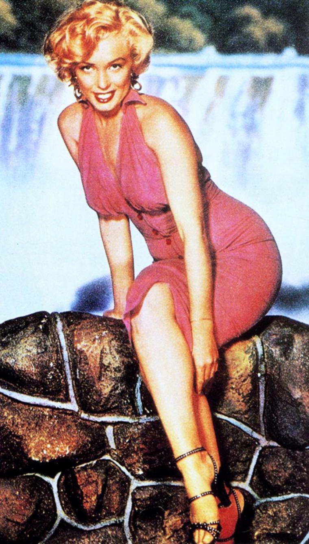 Déjà 21° ce matin, 36° annoncés, besoin de fraîcheur !... Allons faire un tour du côté des chutes du Niagara avec Marilyn (1952).