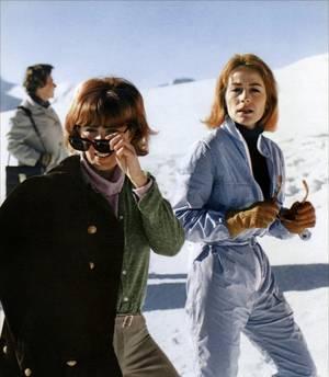 """1967 / Un jour, Un film : """"Vivre pour vivre"""" est un film français réalisé par Claude LELOUCH et sorti en 1967. / SYNOPSIS / Dans les années 60, un reporter habitué à voyager dans des pays en guerre profite de ses absences pour avoir des maîtresses. Un jour, il rencontre Candice dont il tombe tout de suite amoureux. Sa femme se sent délaissée et décide de le quitter. (avec dans les rôles principaux, le trio Yves MONTAND, Annie GIRARDOT et Candice BERGEN)."""