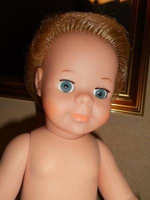 je vend 2 poupées Modes et travaux nu a voir