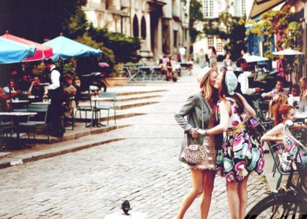 « Parfois dans la vie, se forme un lien indestructible entre deux personnes, et parfois vous finissez par rencontrer cette personne sur qui vous pouvez compter quoi qu'il arrive, il peut s'agir d'un être avec qui vous vous unirez lors d'un mariage de rêve, mais il se peut aussi que la personne sur qui vous pourrez compter pendant toute votre vie, la seule qui vous connaisse vraiment, peut-être encore plus que vous même, soit la même personne qui est à vos cotés depuis le tout début. » Kate Hudson