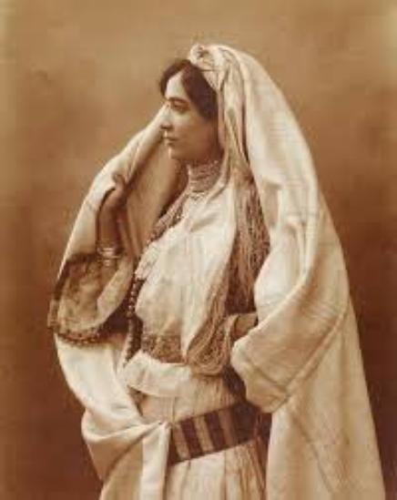 Que vive la femme algérienne
