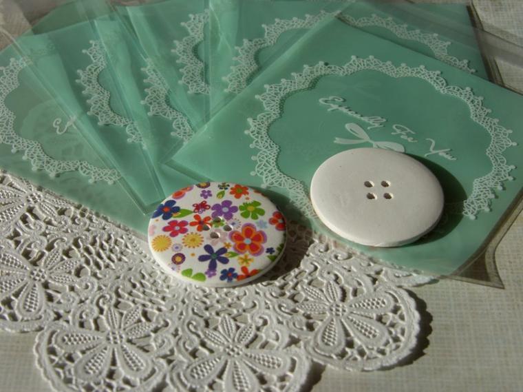 Grand bouton en bois motifs imprimés 35 cent l'un
