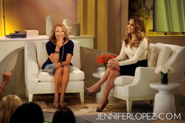 """Jennifer sur le plateau du """"Katie Couric Show"""" le 12.09.2012"""