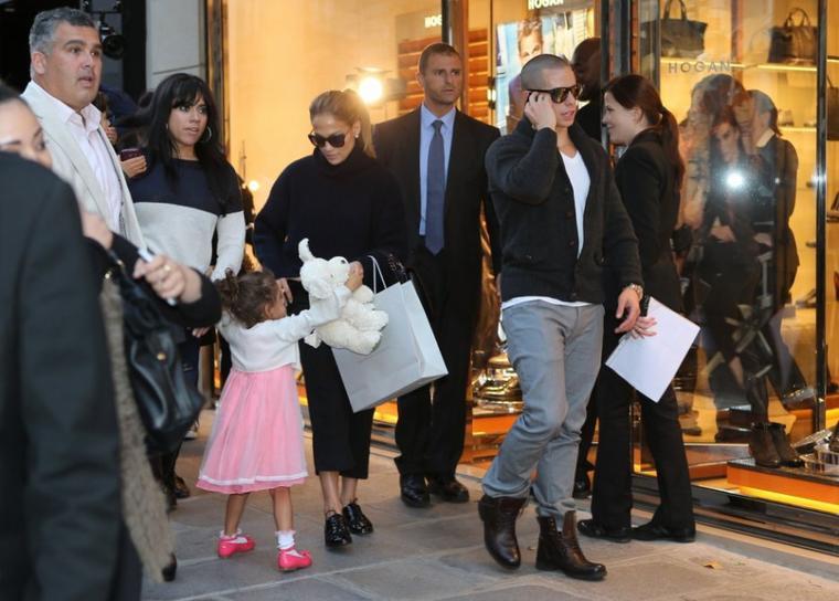 J.Lo et sa famille faisant du shopping à Paris le 02.10.2012