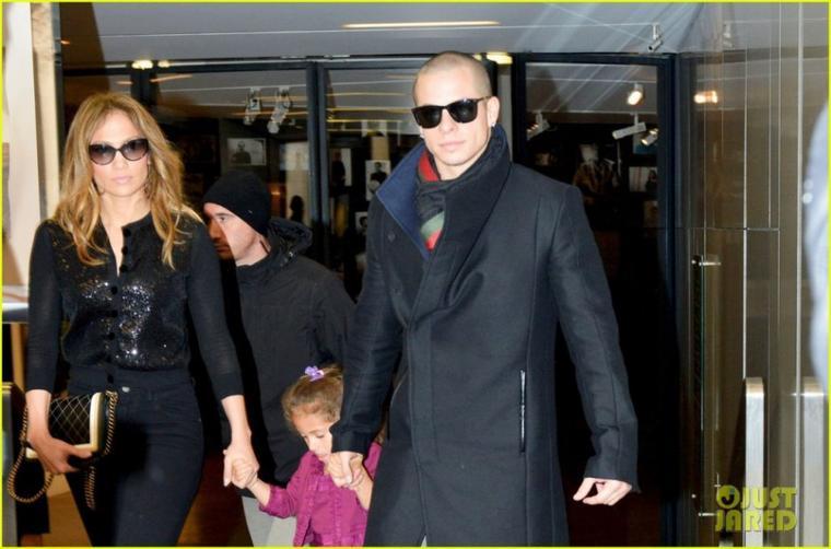 Shopping dans Paris avec sa fille Emme et Casper le 16.10.2012