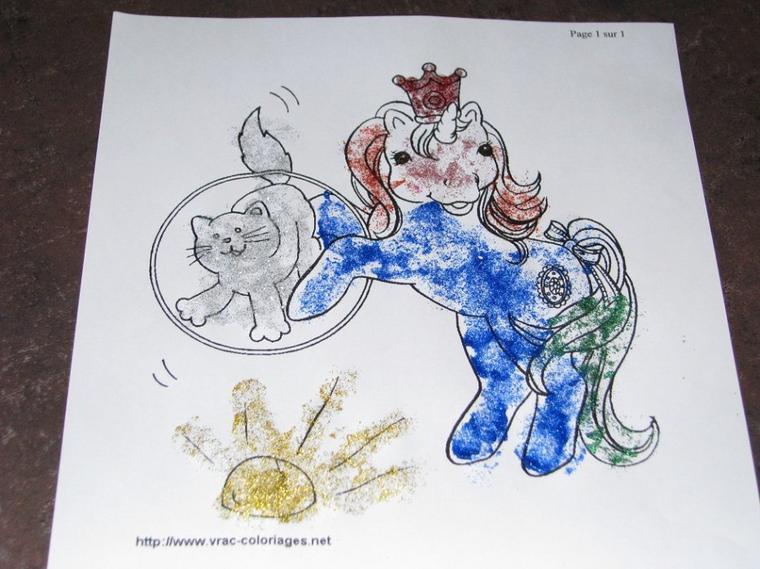 Dessin de Sofia 3 ans au crayon paillettes..
