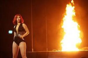 Rihanna a mis le feu .............